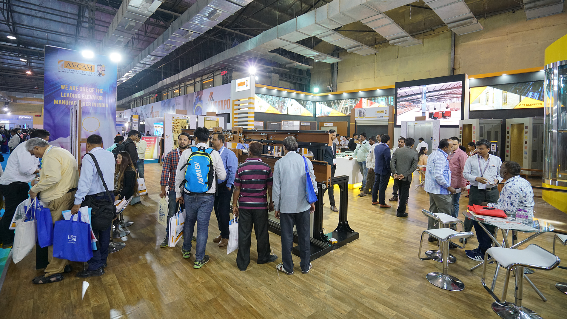 Exhibitors and visitors at IEE Expo (Source: MF India)